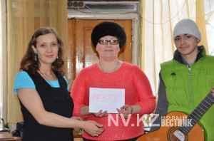 Никита с мамой и волонтером Евгенией Хмелевской
