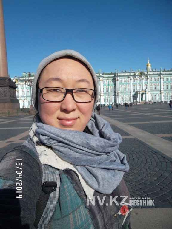 Дина Жумабаева на Дворцовой площади