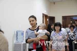 Камилла Пиралиева пришла в суд с грудным ребенком