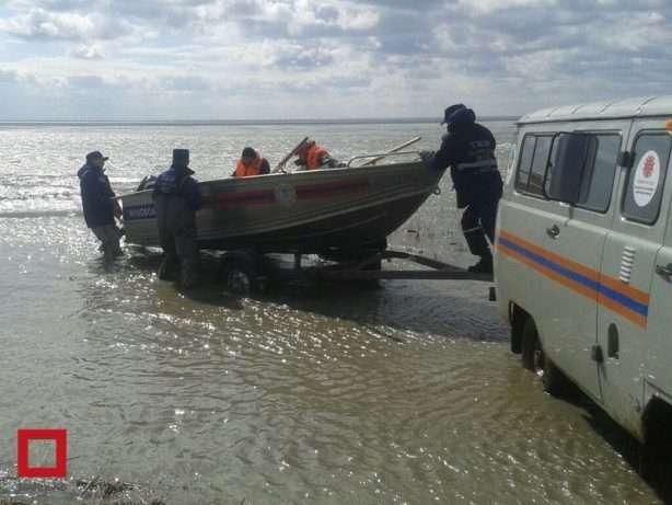 Водолазы спасли рыбака, сутки находившегося в водоеме Карагандинской области