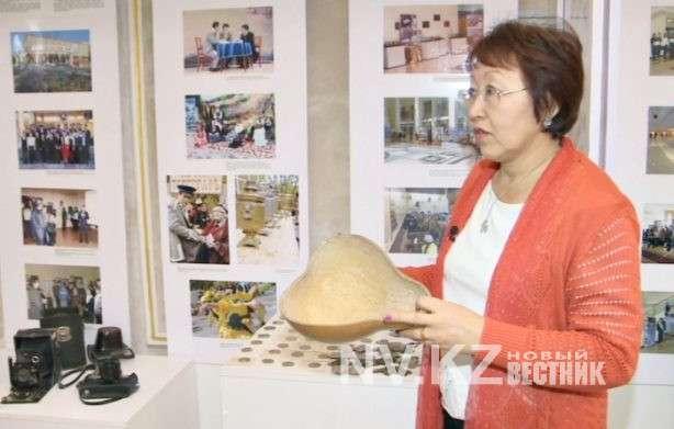 Карагандинцы дарят областному историко-краеведческому музею семейные реликвии