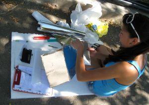 Чтобы сделать солнечную печку нужен только картон, пенопласт, полиэтилен, фольга и час свободного времени.