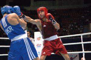 Серик Сапиев так и не смог пробить глухую защиту украинского боксёра.