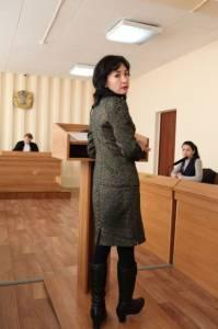 Зампредседателя темиртауского филиала «Нур Отана» Мадина Салпенова в зале суда.