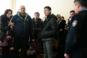 Родные погибшей Леры Лазаревой услышали вердикт суда об амнистии. Фото Елены Старостиной