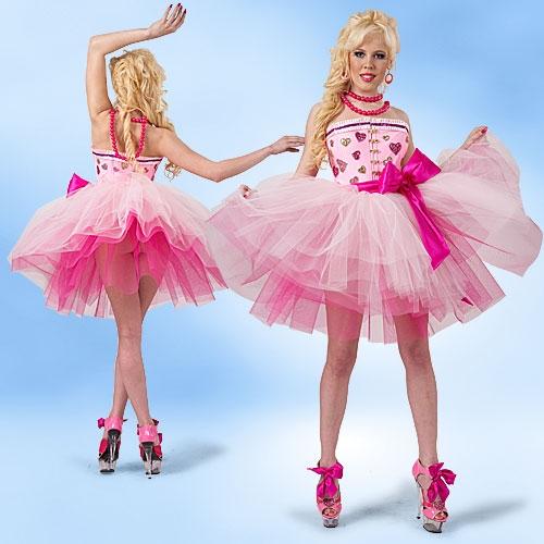 В ответ Карина обычно...  У Карины-Барби есть как поклонники, так и...