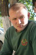 Чтобы получить допуск в шахту, электрослесарю Дмитрию Сенявскому пришлось пересдавать экзамен по технике безопасности шесть раз. Без работы он сидел 42 дня.